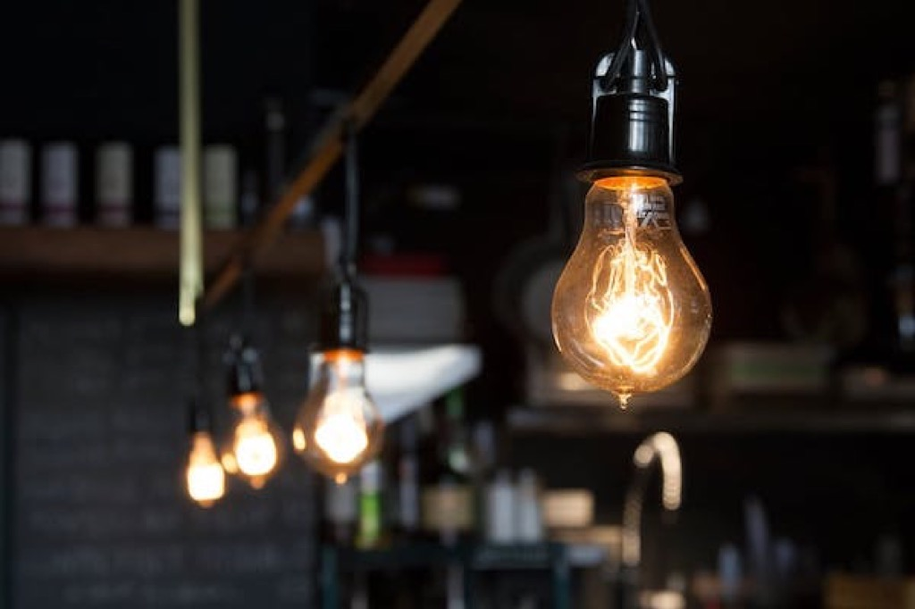 light-bulb-electricity-costs